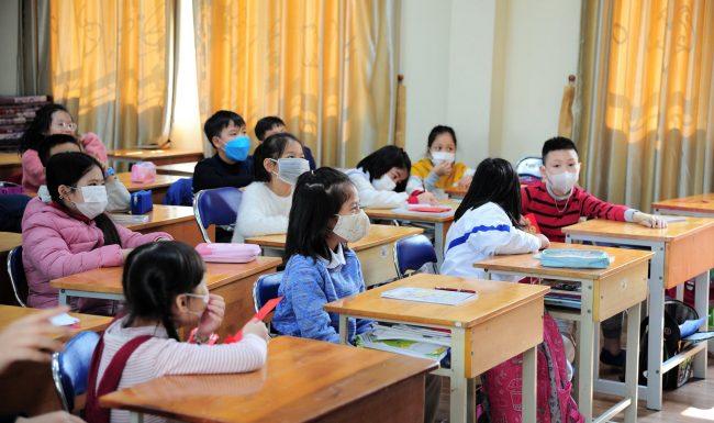 Một trường học ở Hà Nội yêu cầu 100% học sinh đeo khẩu trang đến lớp tránh virus Corona