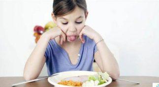 9 sai lầm của cha mẹ khiến trẻ ngày càng biếng ăn