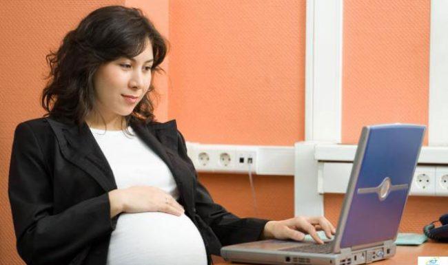 Bà bầu sử dụng máy tính nhiều ảnh hưởng tới thai nhi như thế nào?