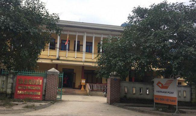 """Cách chức chánh án TAND huyện Minh Hóa lộ clip """"mây mưa"""" với nữ kế toán tại phòng làm việc"""