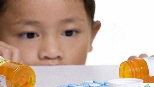 cho-tre-bieng-an-uong-vitamin-b1-hang-ngay-nen-hay-khong-nen