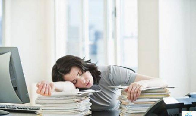 Hay buồn ngủ vào ban ngày là dấu hiệu triệu chứng bệnh gì?