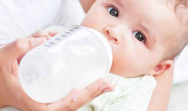 Kinh nghiệm lần đầu cho bé bú bình các bà mẹ bỉm sữa nên học hỏi áp dụng