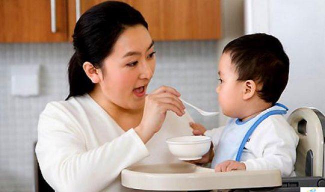 Trẻ 2 tuổi bị tiêu chảy phải làm sao?