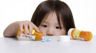 Vì sao trẻ uống kháng sinh lại bị tiêu chảy?